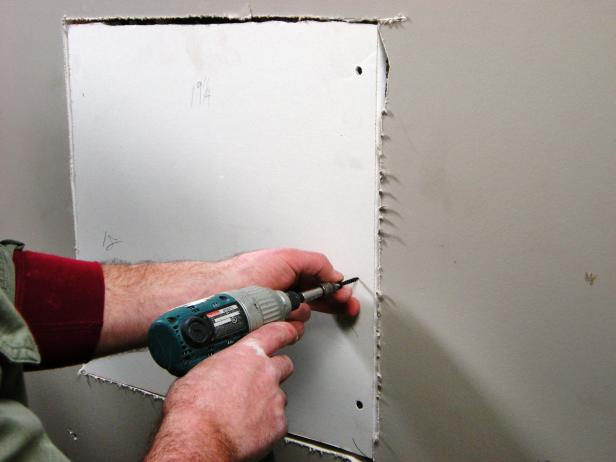 Ultimate-How-To_Drywall-repair-large-hole-05_s4x3.jpg.rend.hgtvcom.616.462